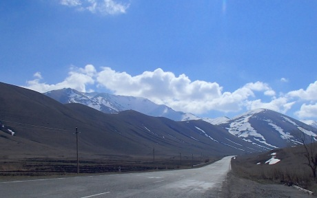 The glorious climb out of Spitak towards Yerevan.